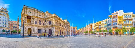 SEVILLE, SPAIN - OCTOBER 1, 2019: The large Plaza de San Francisco is the main square in medieval period, nowadays is a fine leisure place for spending time in local cafes, on October 1 in Seville Redactioneel