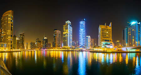 DUBAI, UAE - MARCH 2, 2020: Panoramic evening skyline of the fashionable district of Dubai Marina, famous for luxury residential high rises, restaurants, hotels and malls, on March 2 in Dubai Redactioneel