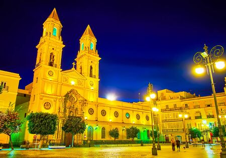 The facade of St Anthony of Padua church in bright evening lights, Plaza de San Antonio square, Cadiz, Spain Imagens - 150326707