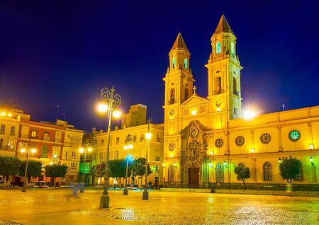 The evening view of church of St Anthony of Padua, located in Plaza de San Antonio pedestrian square, Cadiz, Spain Imagens