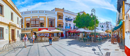 SANLUCAR, SPAIN - SEPTEMBER 22, 2019: Panorama of San Roque square, occupied with lots of outdoor cafes, bars and restaurants, on September 22 in Sanlucar Imagens - 150301924