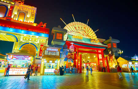 DUBAI, UAE - MARCH 5, 2020: Japan Pavilion of Global Village boasts ornate gate, decorated with red wooden columns and large Japanese umbrella over the roof, on March 5 in Dubai Imagens - 151082098