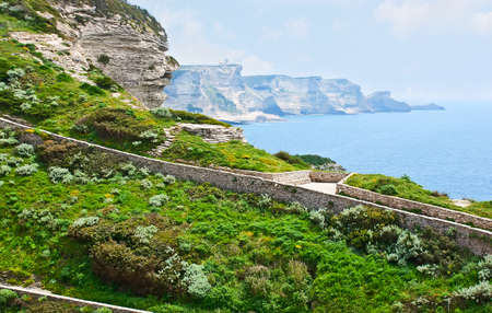 The walking zone along the cliff's edge with a view on the coast and magnificent rocky landscape of Bonifacio, Corsica, France Banco de Imagens