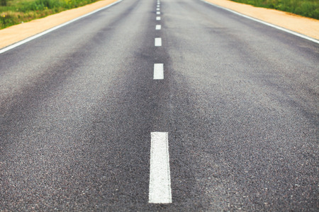 dividing: White dividing line on the road surface with the roadside