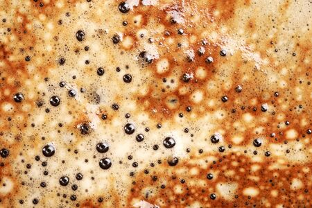 fredo: Close-up di schiuma del cappuccino come sfondo, visto dalla parte superiore. Coffee foam texture.