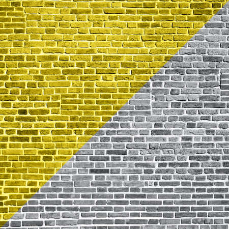 Demonstrating trendy colors 2021 - Gray and Yellow. Beautiful accurate textured brick wall on a bright sunny day. Brick background 免版税图像