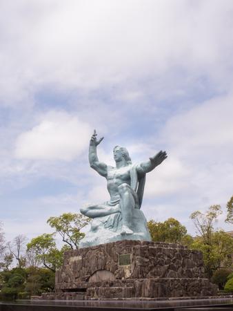 nagasaki: NAGASAKI JAPAN  Apr 7 2015 : Nagasaki Peace Monument