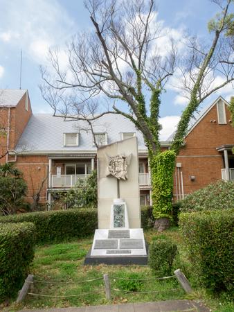 unidentified: NAGASAKI JAP�N 07 de abril 2015: Estatua no identificado en los s�mbolos de paz Zona de Nagasiki monumento a la paz Editorial