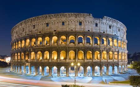 A night view of the Colosseum in Rome, Italy. Archivio Fotografico