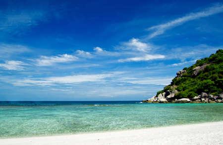 Belle plage de sable blanc tropical
