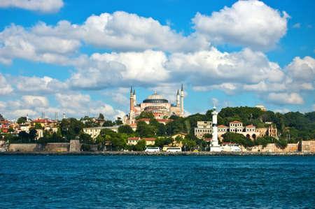 stadsgezicht van Istanboel in de zomer Stockfoto