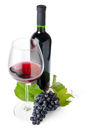 bouteille de vin: Vin rouge sur fond blanc. Banque d'images