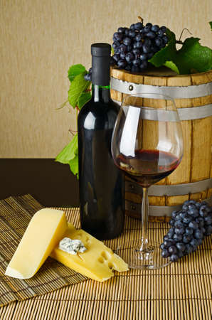 vat: Wine and cheese on the table