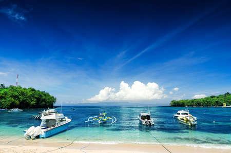 bateau: Plage tropicale. Padangbai, Bali, Indonésie. Banque d'images