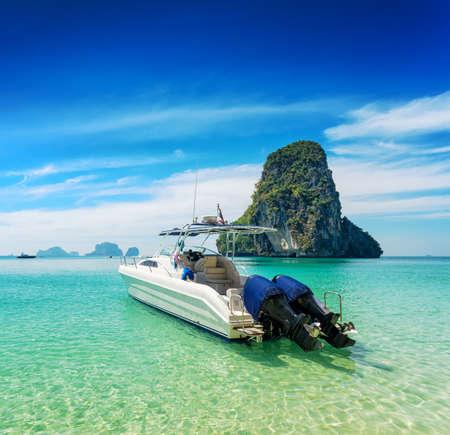 phra nang: Boats on Phra Nang beach, Thailand