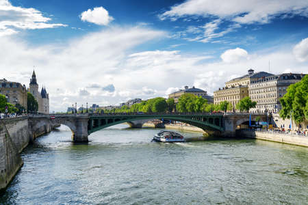 The view of the Notre Dame Bridge over the River Seine in Paris, France. Paris is one of the most popular tourist destinations in Europe. Zdjęcie Seryjne - 35600589