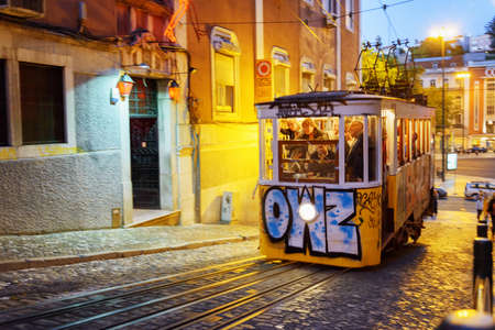 elevador: LISBON, PORTUGAL - AUGUST 15, 2014: The Gloria Funicular in Lisbon. In 2002 it was designated a National Monument in Portugal. It is a popular tourist attraction of Europe.