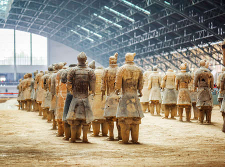 huang: XIAN, SHAANXI PROVINCE, CHINA - OCTOBER 28, 2015: Back view of terracotta soldiers of the famous Terracotta Army, the Qin Shi Huang Mausoleum of the First Emperor of China.
