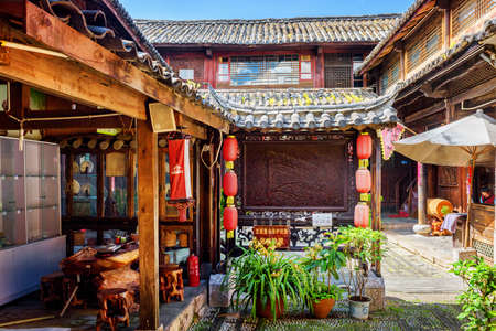 chinese courtyard: LIJIANG, YUNNAN PROVINCE, CHINA - OCTOBER 23, 2015: Courtyard of traditional Chinese wooden house decorated with red street lanterns. The Old Town of Lijiang is a popular tourist destination of Asia.
