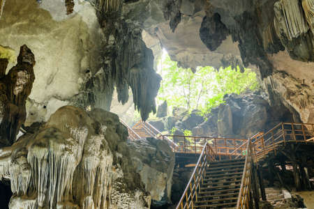 Amazing stalactites and stalagmites of Tien Son Cave and stairs leading to exit from the dry cave at Phong Nha-Ke Bang National Park in Vietnam. Tien Son Cave is a popular tourist attraction of Asia. 版權商用圖片