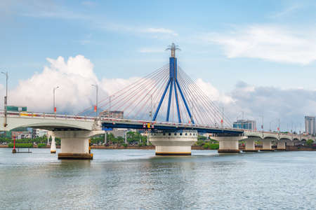 Scenic view of the Han River Bridge (Cau Song Han) over the Han River at downtown of Da Nang (Danang), Vietnam. Beautiful cityscape. The Han River Bridge is a popular tourist attraction of Asia. Zdjęcie Seryjne - 125871475
