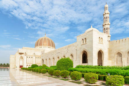 Wonderful view of the Sultan Qaboos Grand Mosque from courtyard in Muscat, Oman. Amazing Islamic architecture. The Muslim place is a popular tourist attraction of the Middle East. Zdjęcie Seryjne