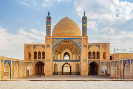 View of Agha Bozorg Mosque on blue sky background in Kashan, Iran. Gorgeous Islamic architecture. The historical mosque and madrasa is a popular tourist attraction of the Middle East. Zdjęcie Seryjne