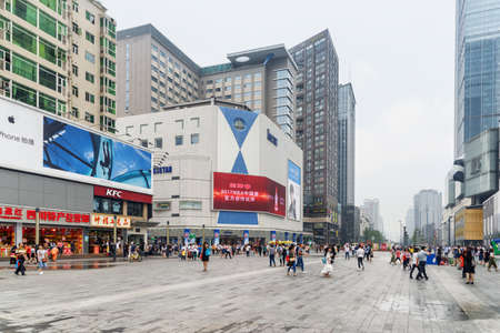 Chengdu, China - September 26, 2017: View of Hongxing Road Walk Square with shopping malls at downtown. Chengdu is a popular tourist destination of Asia. Zdjęcie Seryjne - 125865883