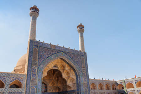 Isfahan, Iran - 23 October, 2018: Scenic view of south-side iwan at the Jameh Mosque of Isfahan. Awesome minarets, colorful mosaic and beautiful calligraphic inscriptions. Islamic architecture. Zdjęcie Seryjne