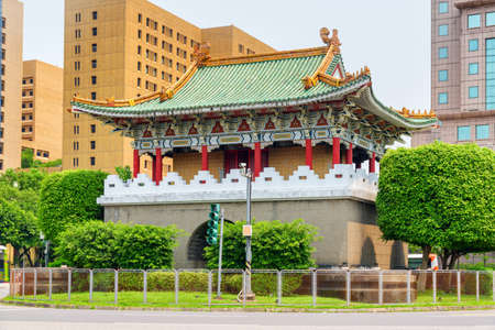 Scenic colorful view of the East Gate in Taipei, Taiwan. Traditional Chinese architecture. Awesome cityscape. Taipei is a popular tourist destination of Asia. Publikacyjne