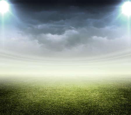 terrain foot: lumi�re de stade Banque d'images