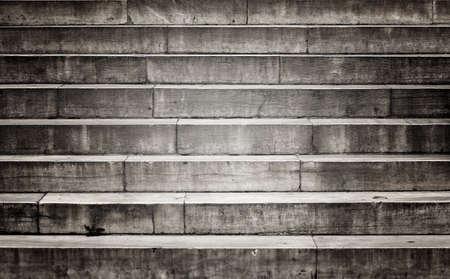 bajando escaleras: Antiguo da�ado escalera de piedra Foto de archivo