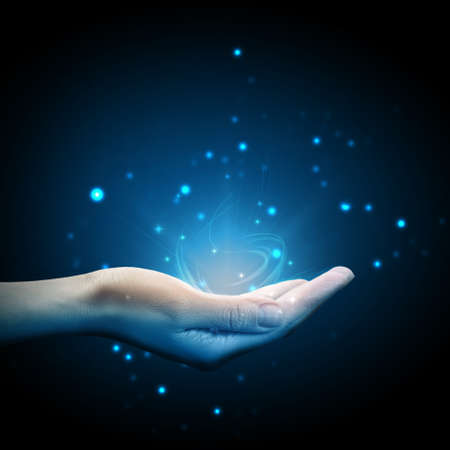 alzando la mano: Magia en la mano Foto de archivo