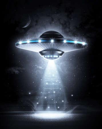 raumschiff: UFO in der dunklen Nacht