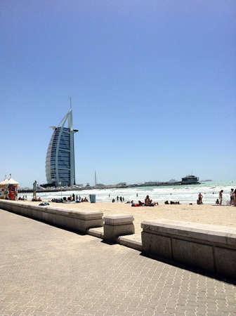 Het strand in de buurt van Burj Al Arab haar net genoeg om te weten Dubai is de beste plek voor een vakantie.
