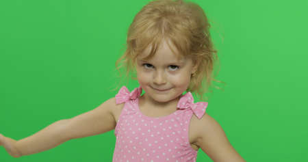 Pretty girl in pink swimsuit. Portrait close up. Cute little blonde child, 3-4 years old. Summer vacation concept. Green screen. Chroma Key Stockfoto