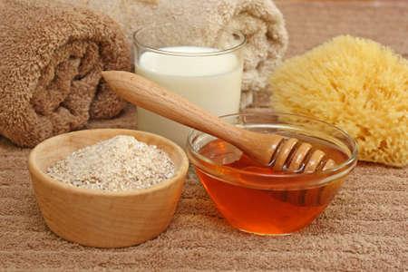 oatmeal: Avena, la leche y la miel de spa Foto de archivo