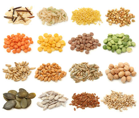 lentils: Colecci�n de cereales, granos y semillas aislado sobre fondo blanco. Tomas de macro  Foto de archivo