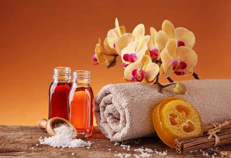 oleos: Spa Bodeg�n con aceites esenciales y orqu�dea