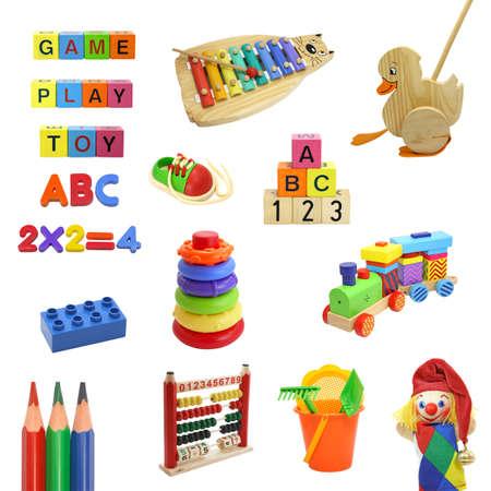 marioneta de madera: colecci�n de juguetes aislada sobre fondo blanco