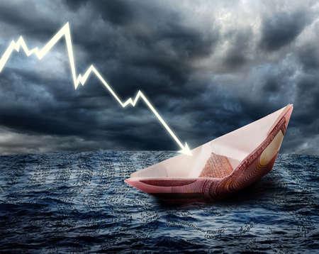 crisis economica: Hundimiento de barco de euro. Concepto de crisis