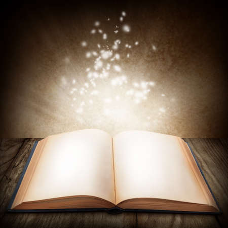 bible ouverte: Livre magique ouvert