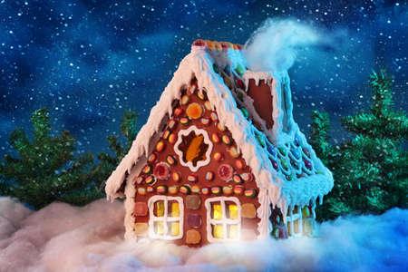 casita de dulces: Casa de jengibre hecha en casa Foto de archivo