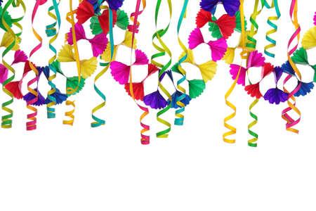 serpentinas: Decoraci�n para fiestas aisladas sobre fondo blanco Foto de archivo