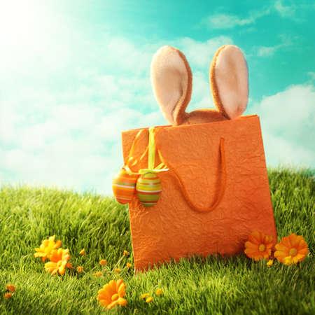イースター イースターのウサギと卵を提示