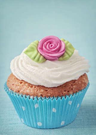 marzipan: Cup cake with pink marzipan rose
