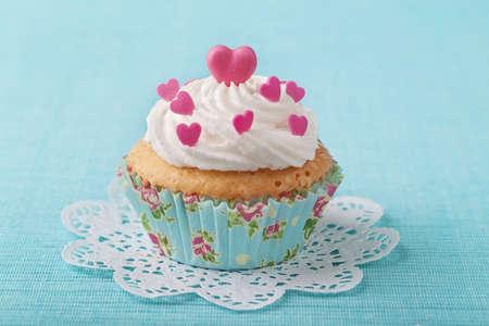minable: Cup cake avec du rose p�te d'amande rose Banque d'images
