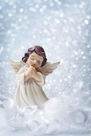 angel de la guarda: �ngel de la Navidad sobre fondo de plata