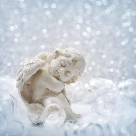 ange gardien: Angel statue sur fond d'argent