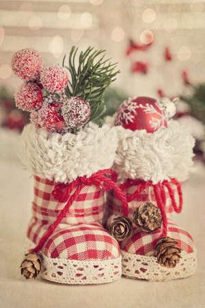 botas de navidad: Navidad retro botas sobre fondo blanco Foto de archivo